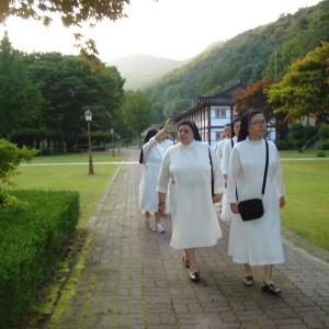 visita-priora-genera-septiembre-2014-corea-7